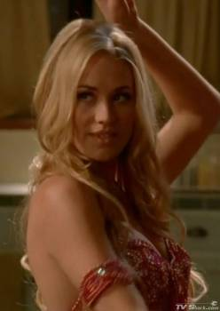 yvonne_strahovski_belly_dancing4_lg